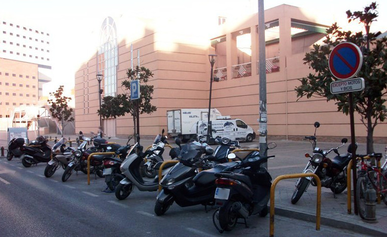 Bike lots in Neptuno street